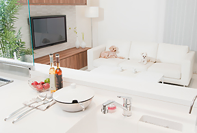 料理中も寂しくない 対面式システムキッチン
